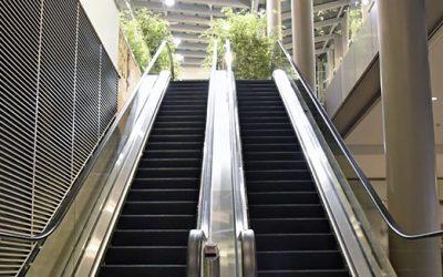 Au coeur de la Remise en état de propreté d'un escalator